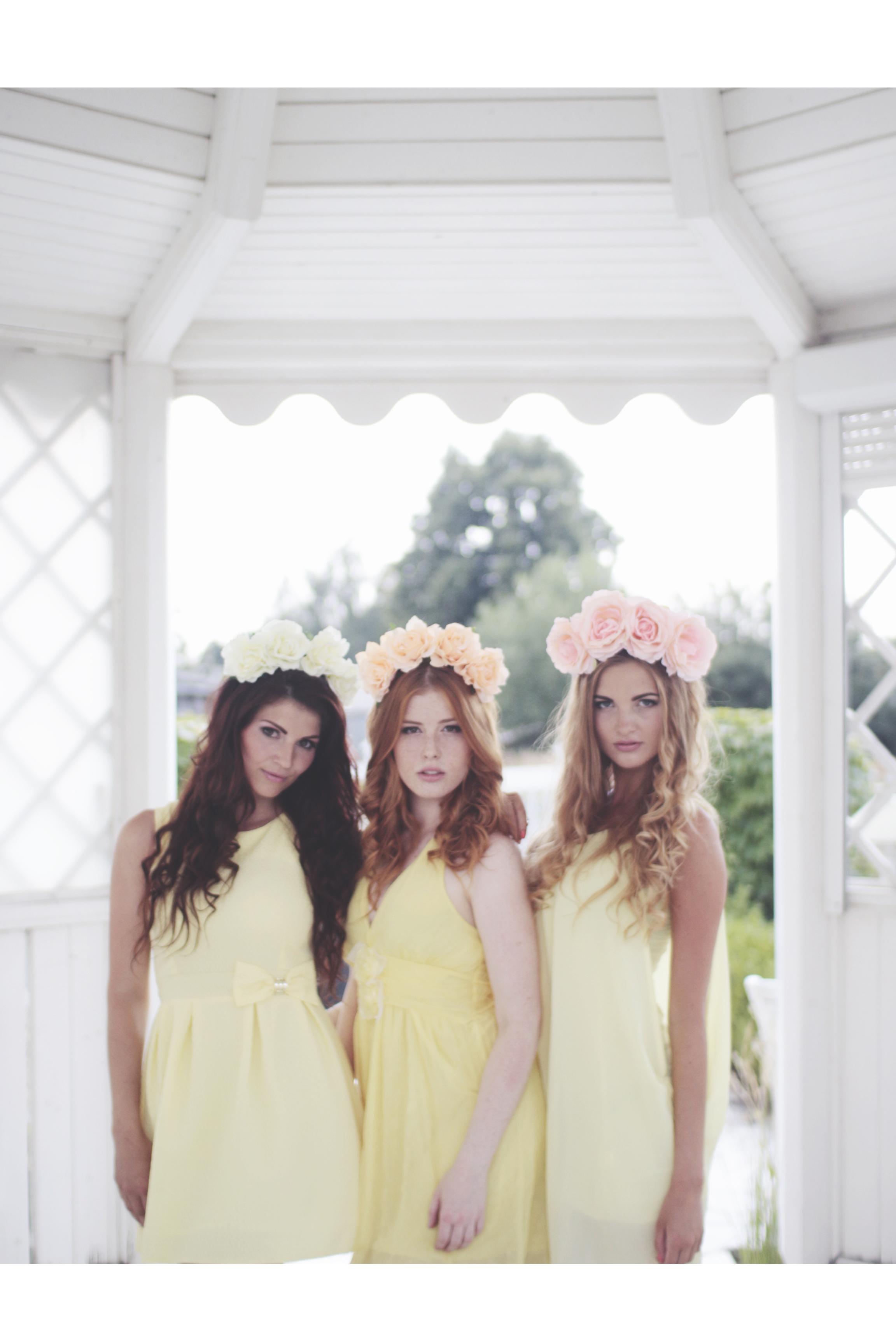 Lenka Regalová redhead freackles flowercrown pure brunette blond