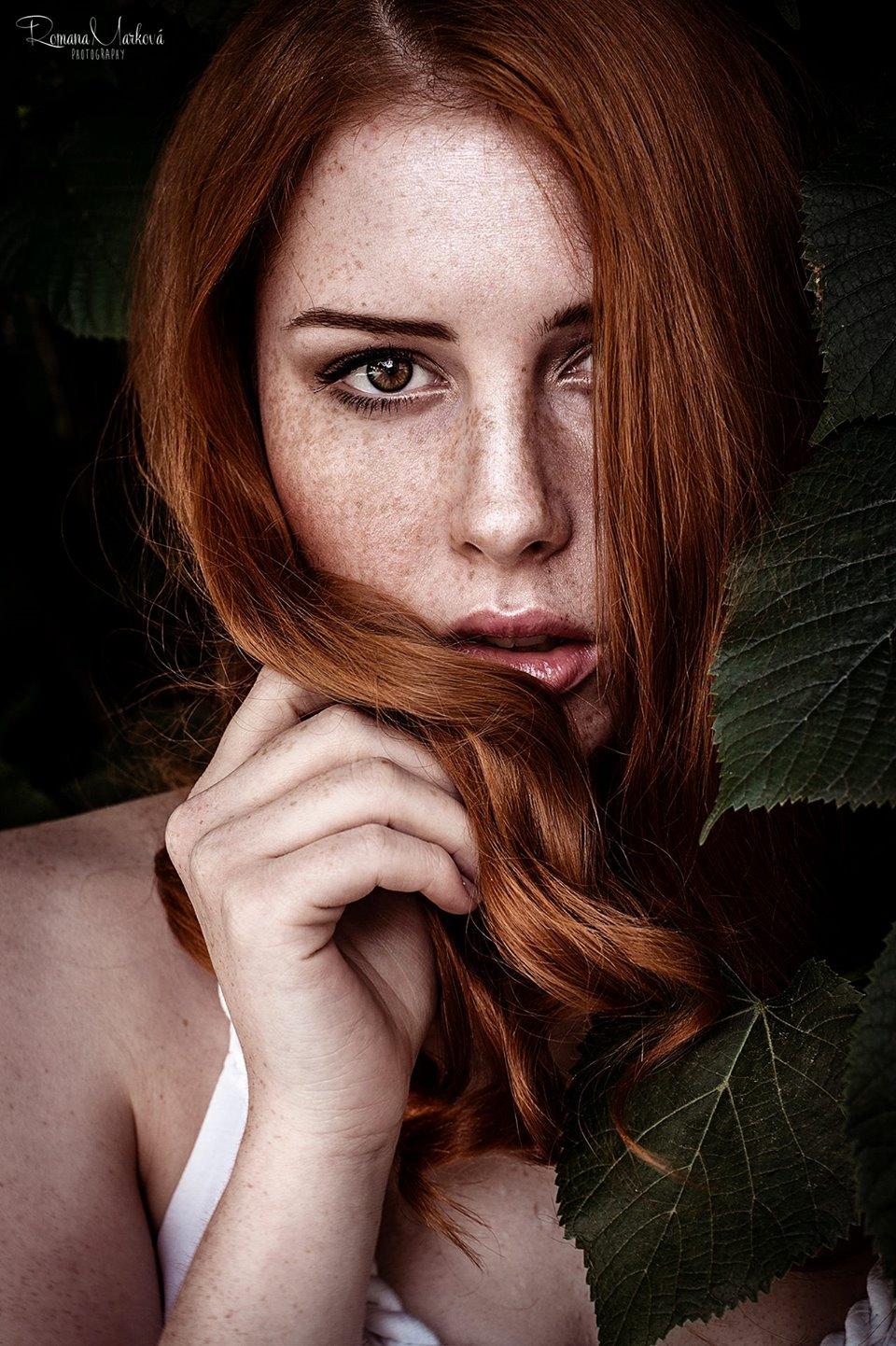 Lenka Regalová redhead freackles leaf profile