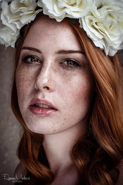 Lenka Regalová redhead freackles flowercrown