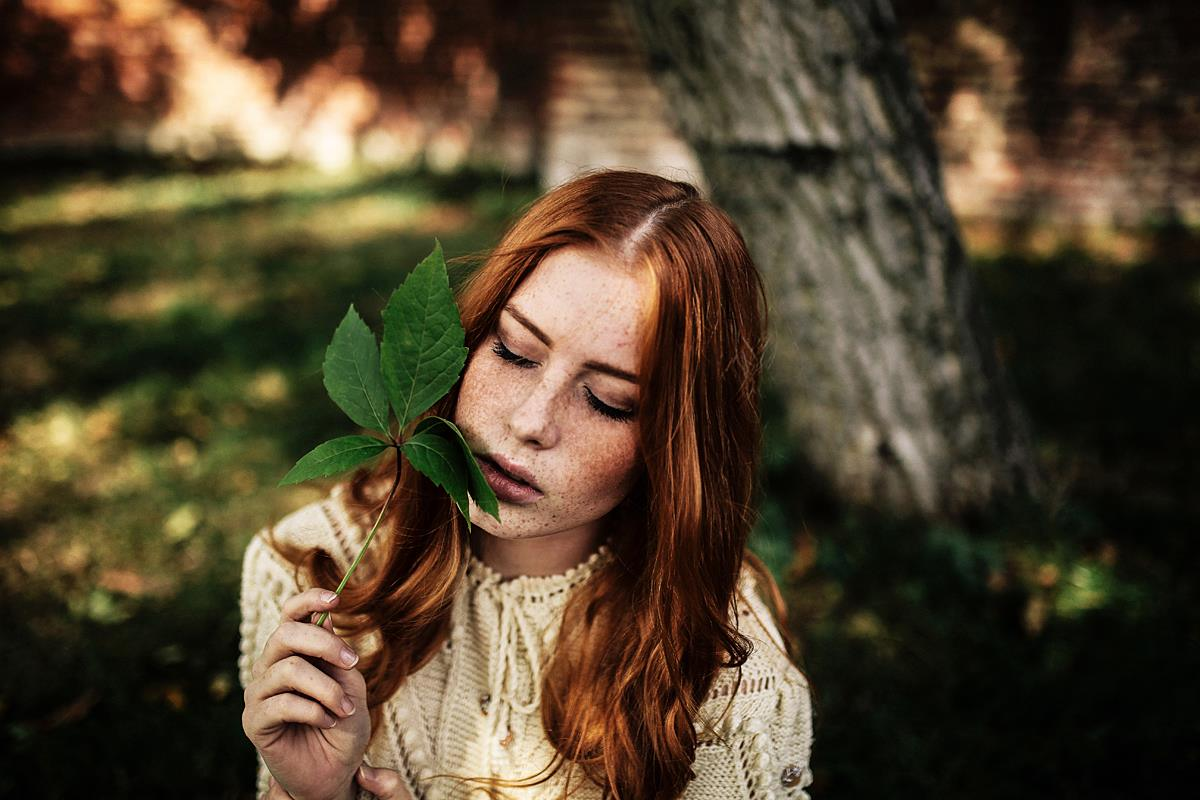 Lenka Regalová redhead pure freackles leaf vintage