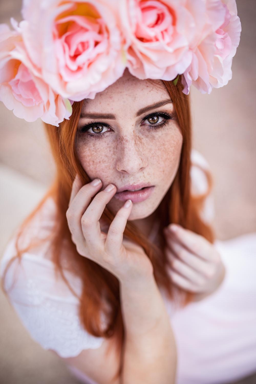 Lenka Regalová redhead freackles flowercrown pure pink
