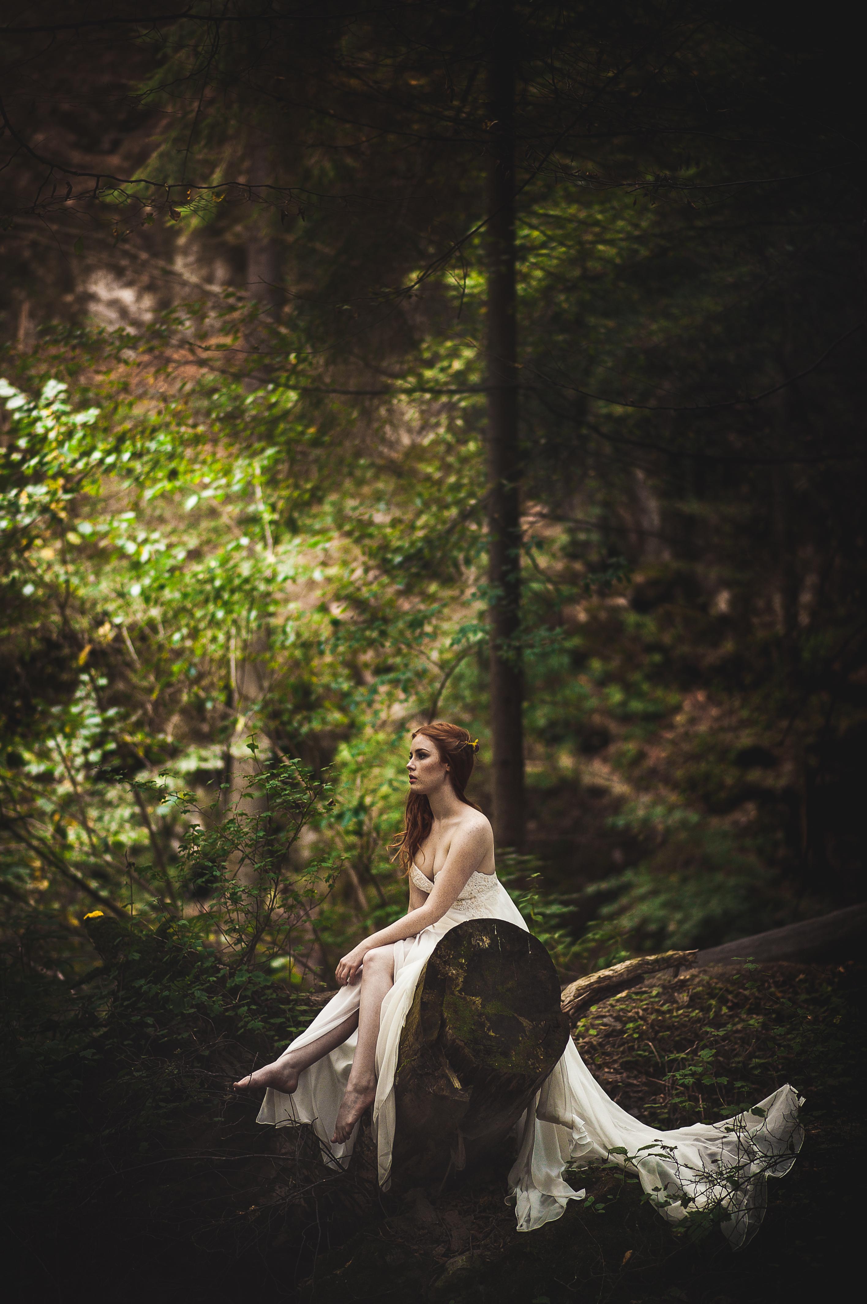 Lenka Regalová svatba boho přírodní šaty wedding dress
