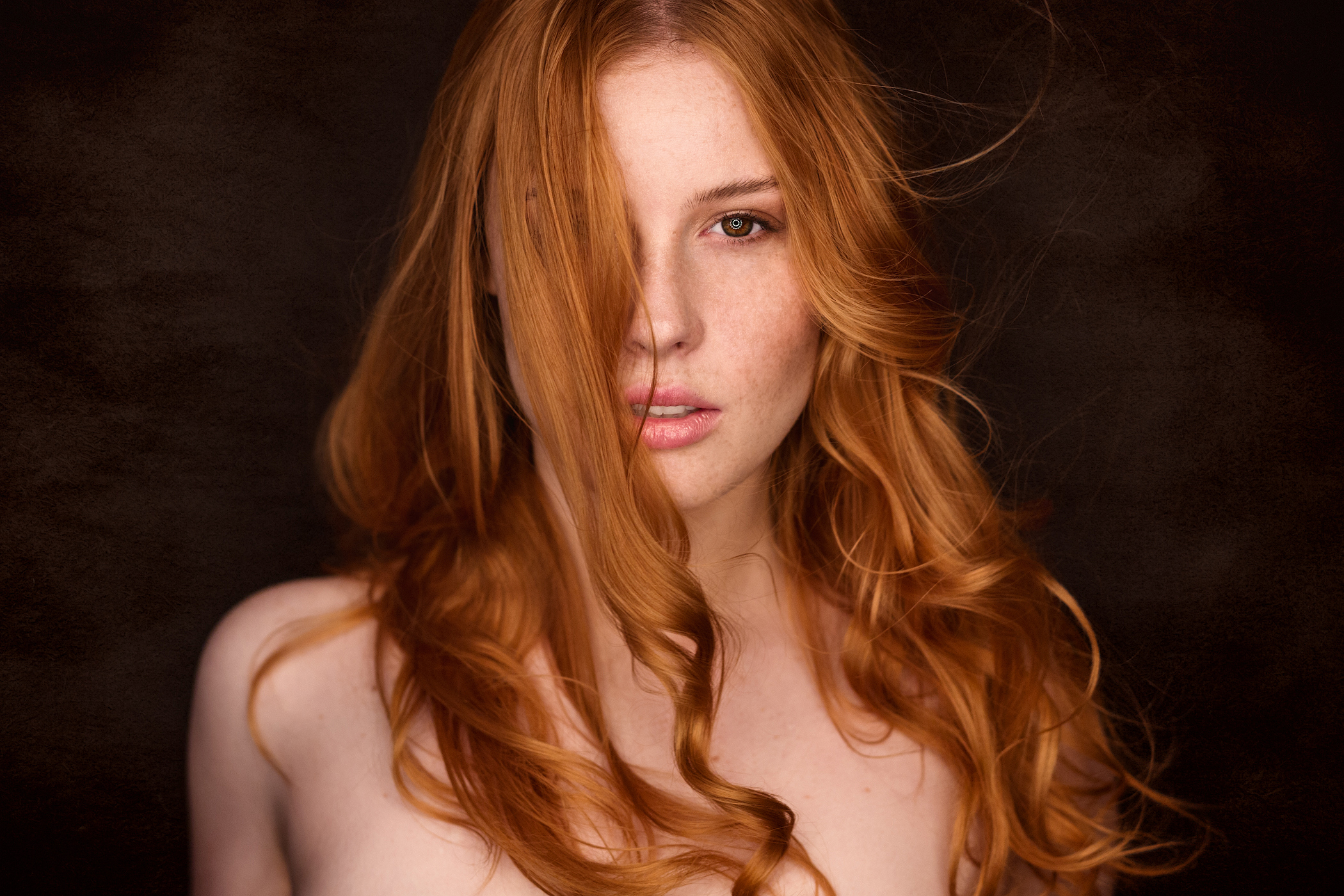 Lenka Regalová , cityflower Olomouc redhead , freckles photoshoot woman girl profile