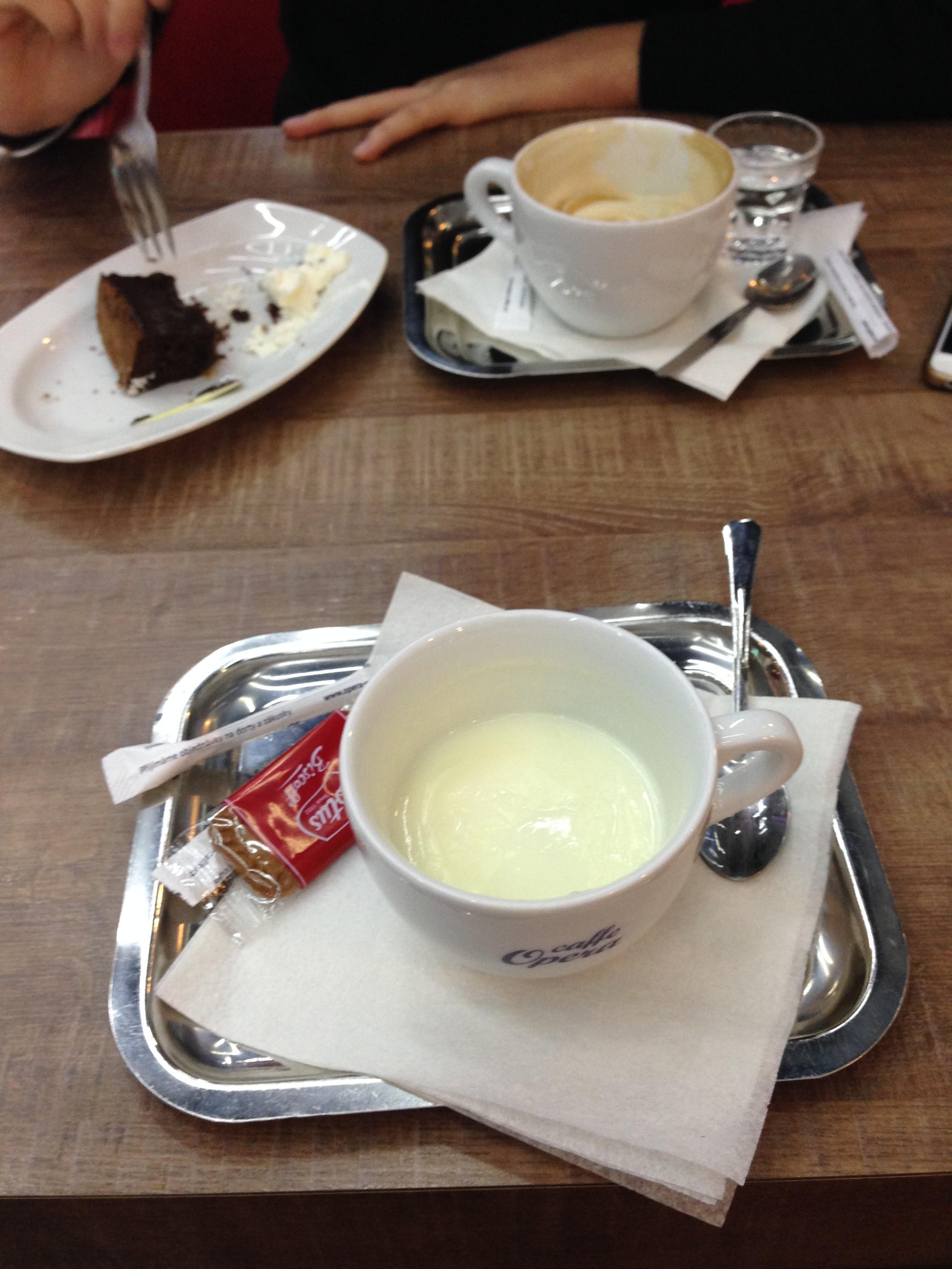 cake hot chocholate , šantovka cafe