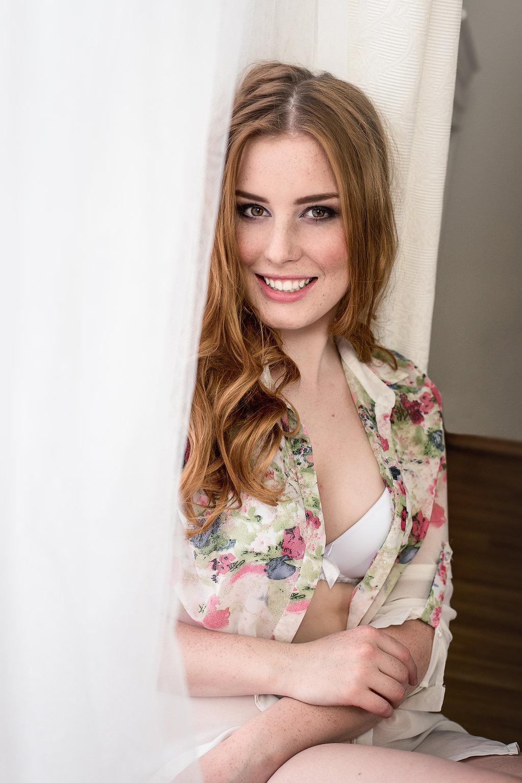 Lenka Regalová cityflower boudoir redhead